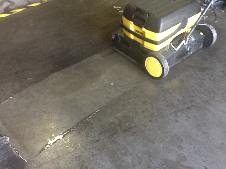 The versatile karcher mirco scrubber use it for carpet or for Scrubbing concrete floors